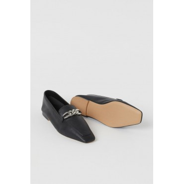 Chain-Detailed-Loafers